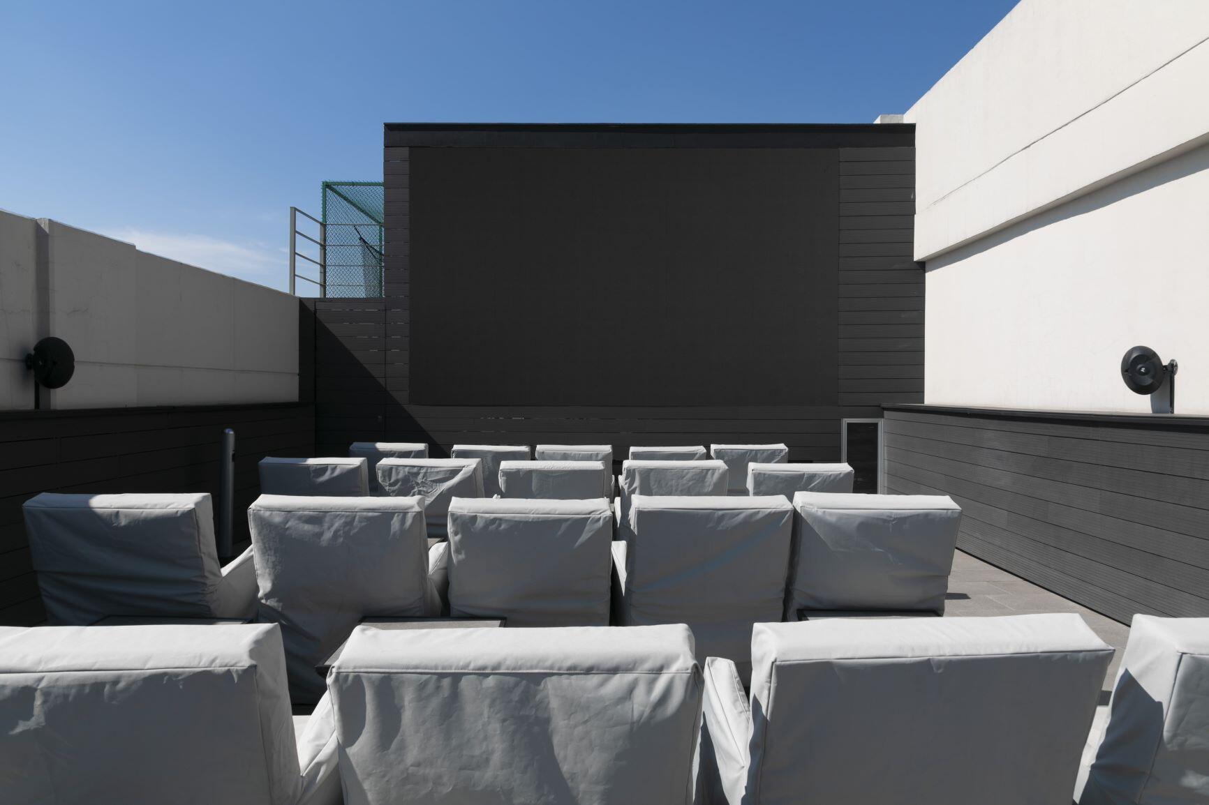 Departamento en venta en City Towers Park Grand, Colonia Xoco, Benito Juárez, CDMX. Cine al aire libre.