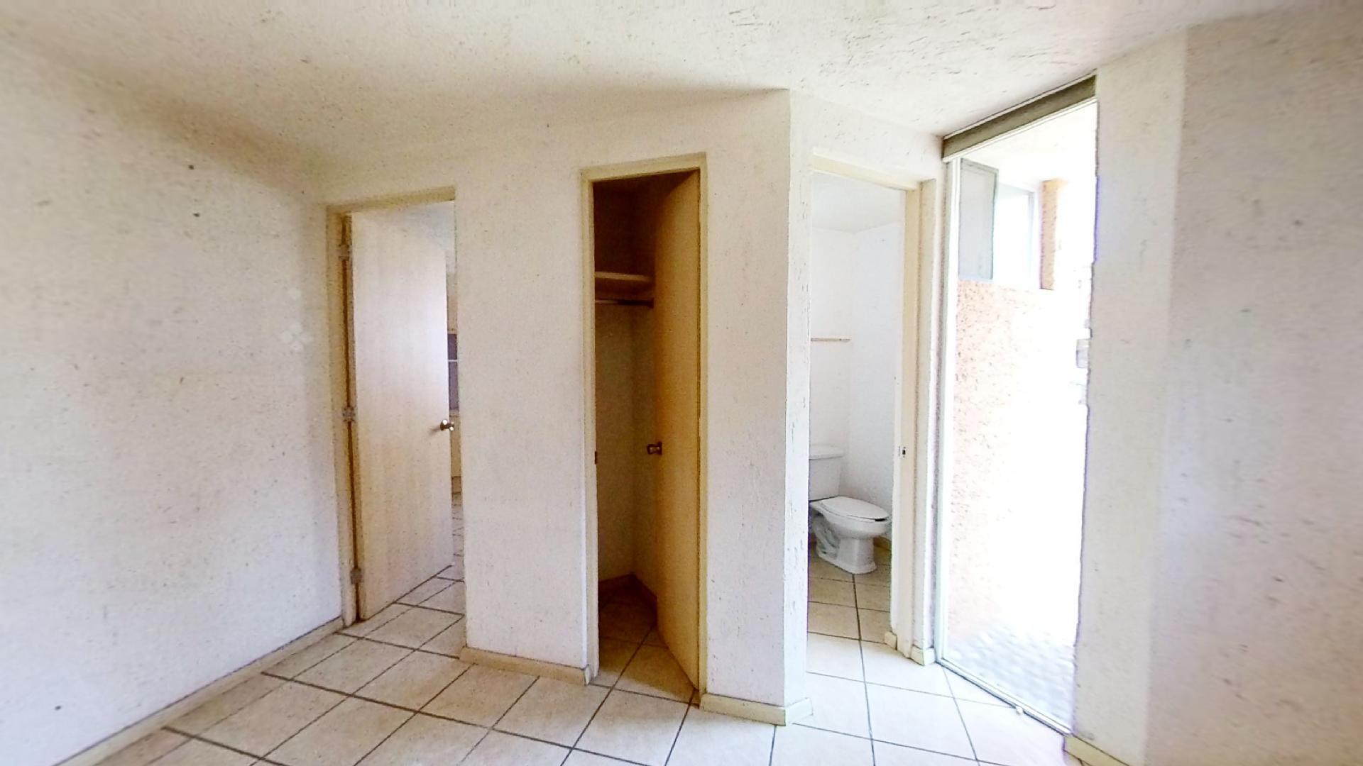 Casa en venta de 3 recámaras en Condominio Los Fresnos, Naucalpan de Juárez, entre Lomas Verdes y Jardines de San Mateo, EDOMEX. Entrada Cocina