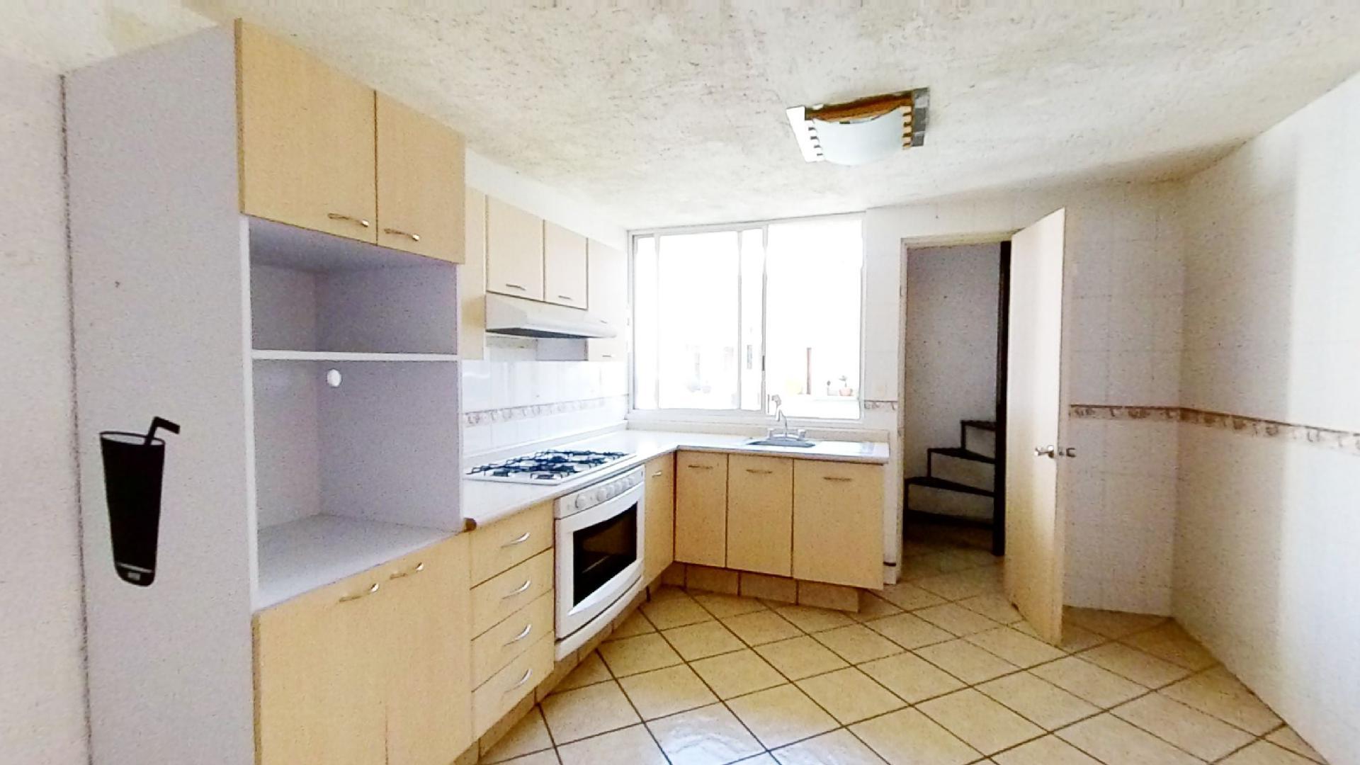 Casa en venta de 3 recámaras en Condominio Los Fresnos, Naucalpan de Juárez, entre Lomas Verdes y Jardines de San Mateo, EDOMEX. Cocina 2
