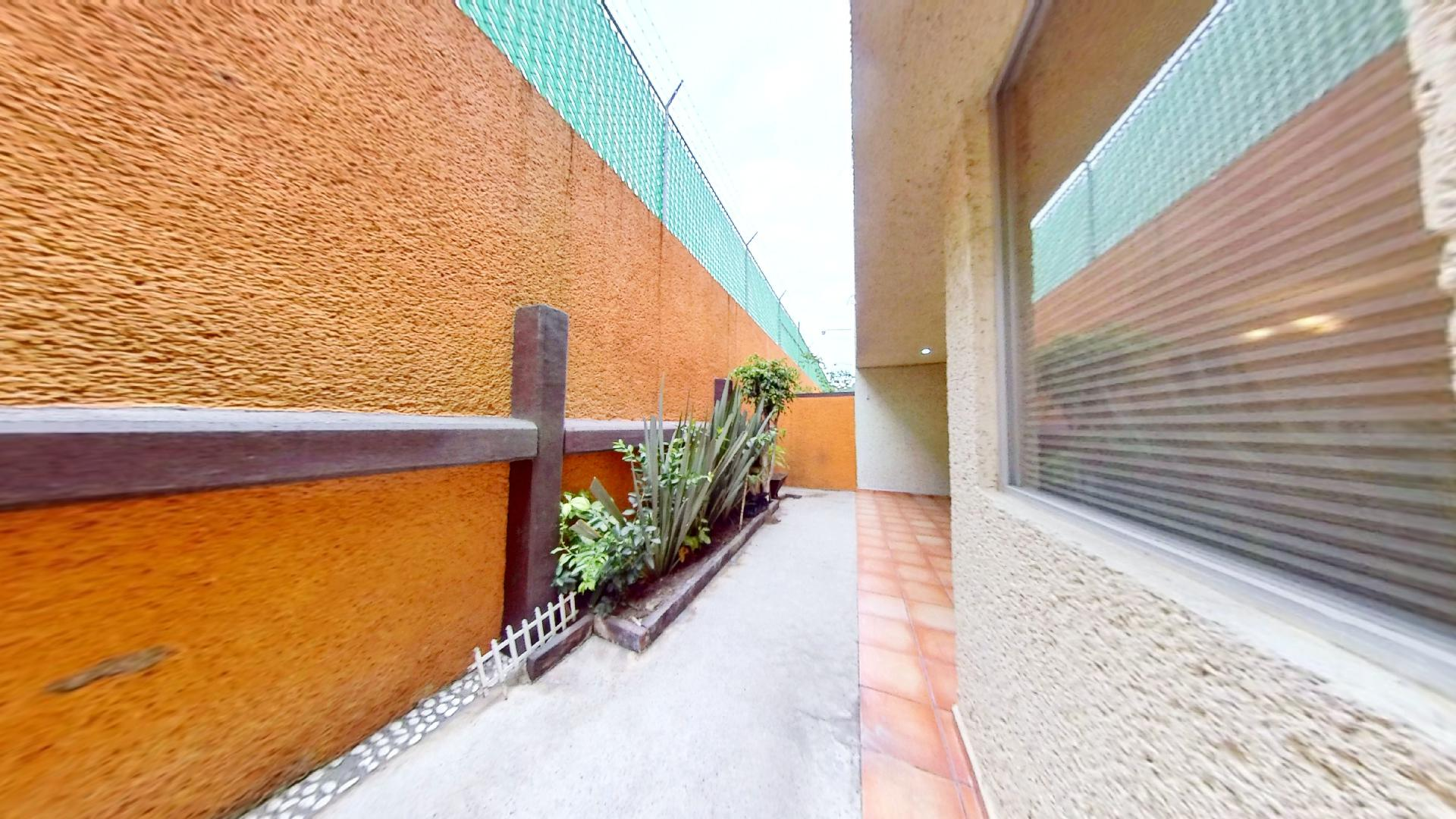 Casa en venta de 3 recámaras en Condominio Los Fresnos, Naucalpan de Juárez, entre Lomas Verdes y Jardines de San Mateo, EDOMEX. Patio