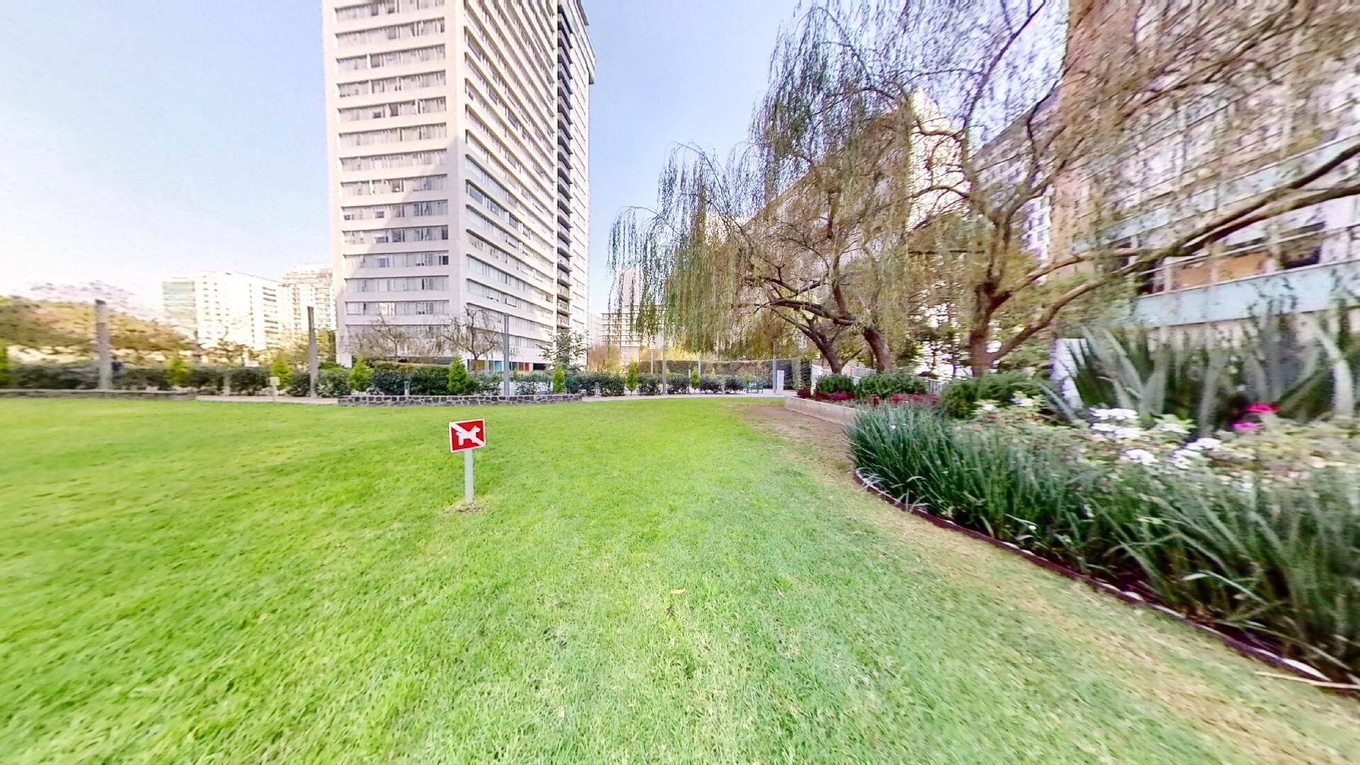 Departamento 2 recámaras en venta en Torre Central de Parques Polanco. Area Verde y Torre Central