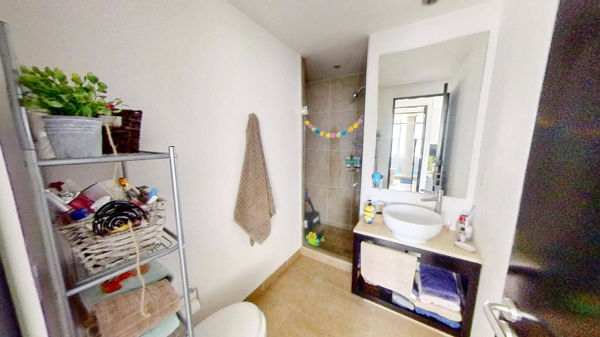 Departamento 2 recámaras en venta en Torre Central de Parques Polanco. Baño